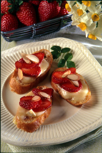 Strawberry_brie_bruschetta